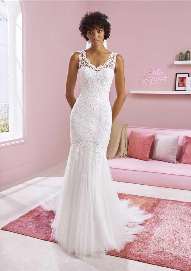 Hochzeitsgasse Brautkleid